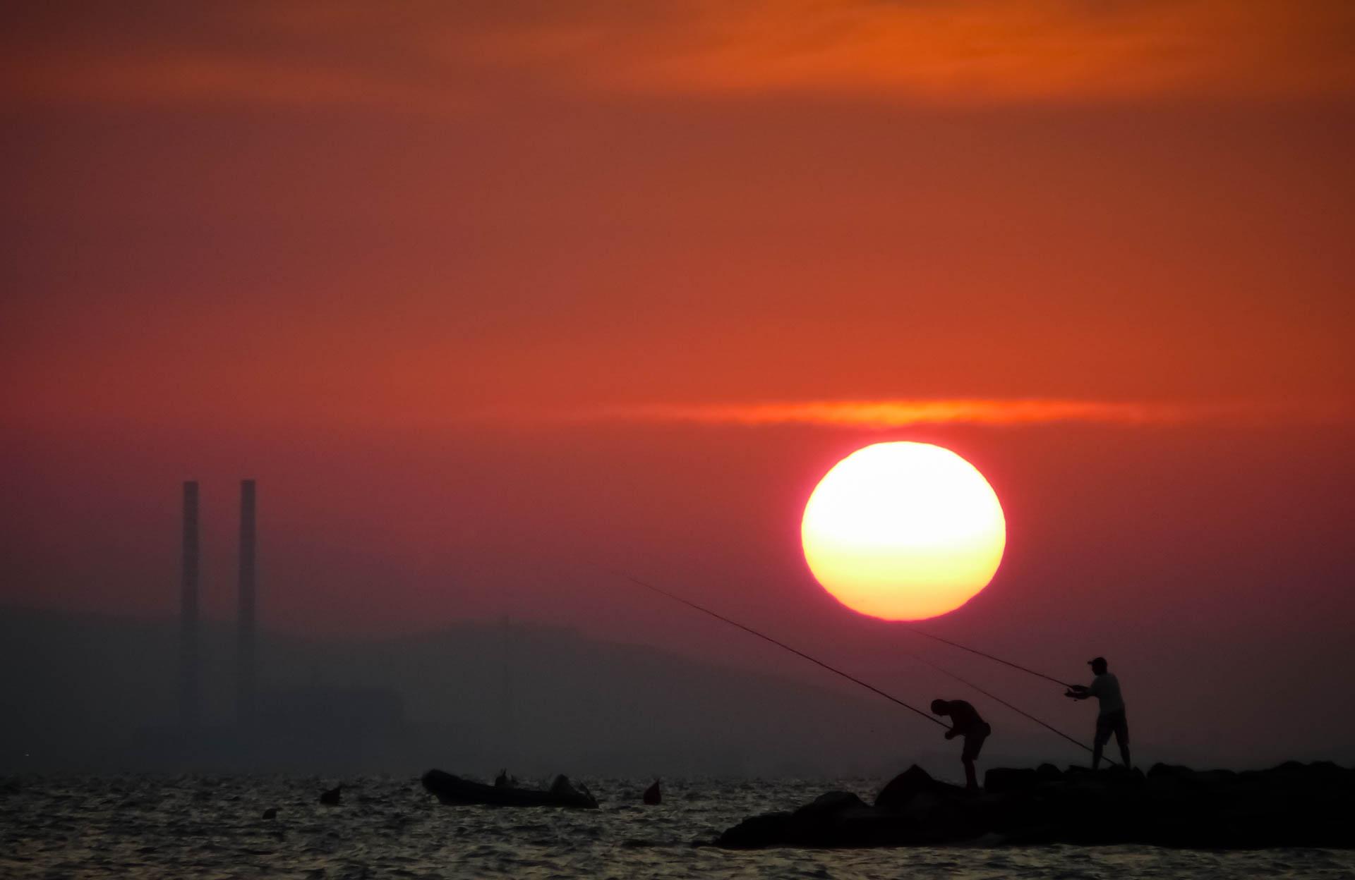 Fishermen at sunset – An unexpected shot…